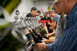 wineUdesign-bottle-filling-men