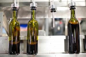wineUdesign-bottle-filling