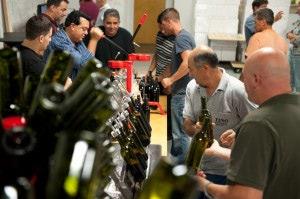 wineUdesign-corking-bottles